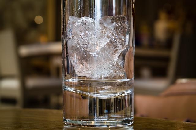 glass-998478_640