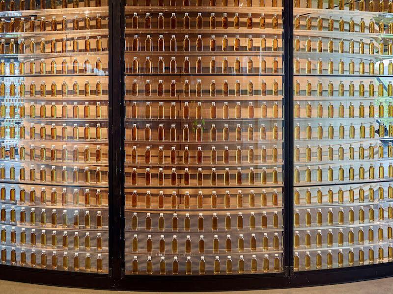 麥卡倫渾然天成的自然酒色,完全來自於珍貴的雪莉桶,完美地呈現威士忌的本質