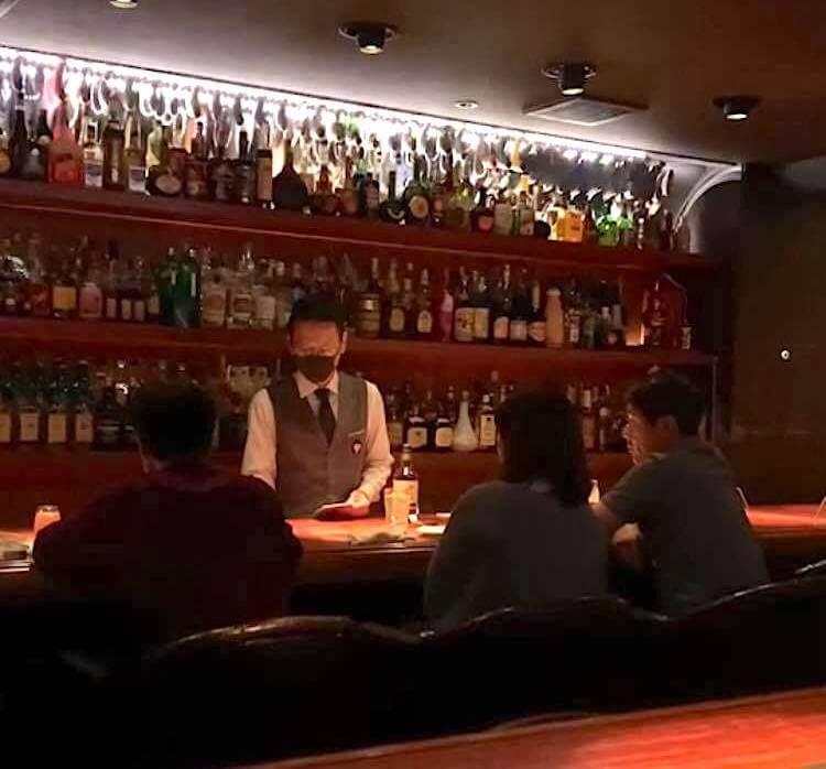 疫情中的日本酒吧